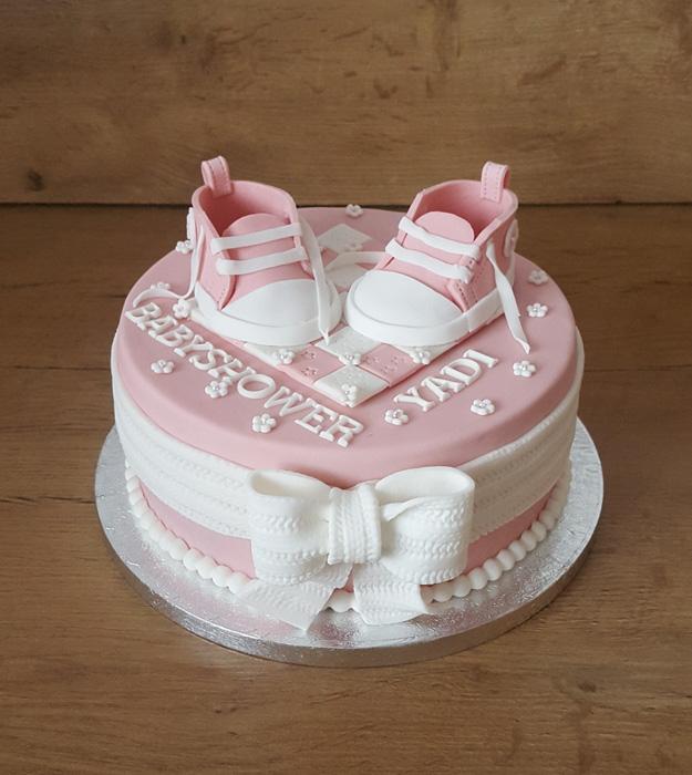 babyshower taart babyshower taart roze schoentjes   The Tasty Kitchen babyshower taart