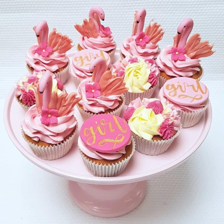 Babyshower girl en flamingo cupcakes