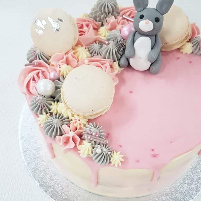 Babyshower taart met konijntje
